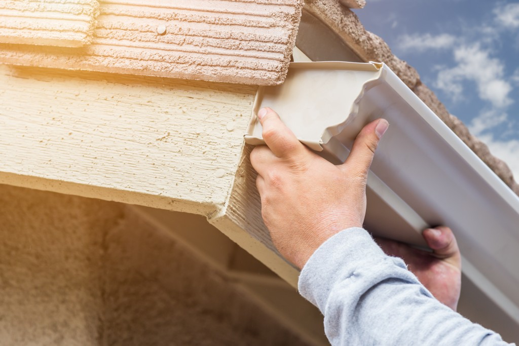 How Much Should You Pay For Seamless Gutter Installation