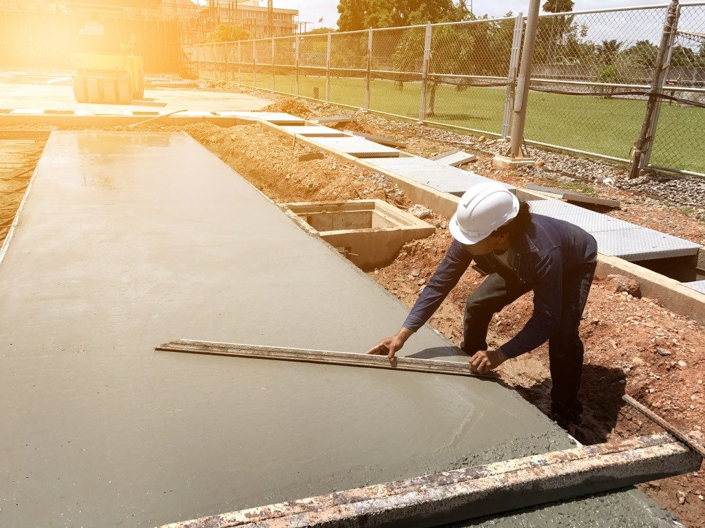 concrete slab pouring and polishing during hot weather