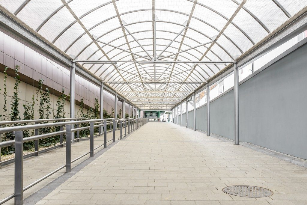 Covered pedestrian walkway