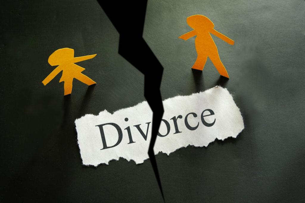 Divorce concept. Paper cutout