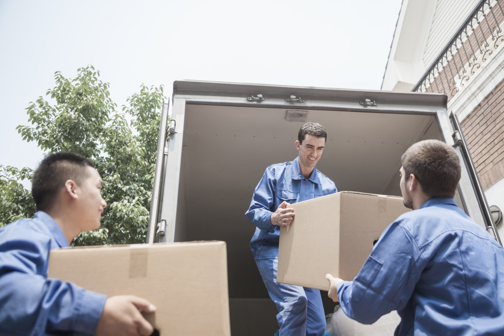 movers unloading boxes