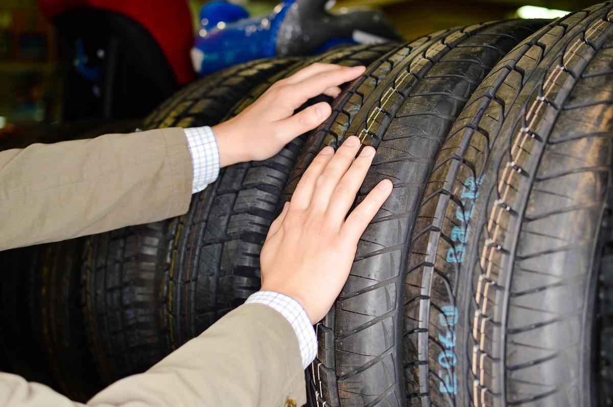 picking tyres