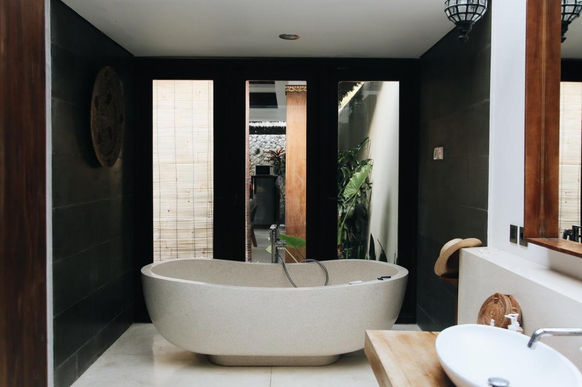 bathtub in a bathroom